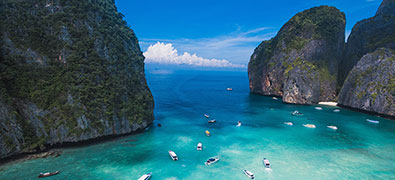 The Thai coastal areas invite to extended bathing holidays